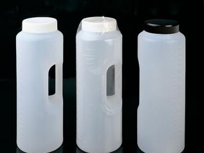 Цилиндрический контейнер, градуированный до 2 литров, с ручкой
